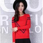 เสื้อแขนยาวแฟชั่น เพิ่มลาย V ที่ตัวเสื้อ ก็ดูสวยแบบล้ำๆ ไม่เหมือนใครแล้วคร่าา - แดง