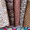 Set 5 ชิ้น : ผ้าคอตตอนไทย 4 ลาย โทนสีน้ำตาล และผ้าแคนวาสลายจุด แต่ละชิ้นขนาด 27.5×50ซม.