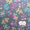ผ้าคอตตอนไทย 100% 1/4 ม.(50x55ซม.) พื้นสีเทา ลายจิ๊กซอว์