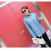เสื้อแฟชั่นเกาหลีแขนยาว ผ้ายีนส์ซีด ตกแต่งหมุดเพิ่มลวดลายให้ตัวเสื้อ