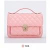 กระเป๋าถือแฟชั่นสีสันสดใส สีสันหวานโดนใจสาวๆ หลายคนแน่ๆ