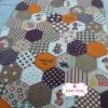 ผ้าคอตตอนไทย 100% 1/4 ม.(50x55ซม.) ลายตอ่ผ้าหกเหลี่ยม โทนสีน้ำตาล