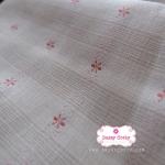 ผ้าทอญี่ปุ่น 1/4ม.(50x55ซม. โทนสีครีม ทอลายตารางแต่งดอกไม้