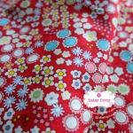 ผ้าคอตตอนไทย 100% 1/4ม. (50x55ซม.) พื้นสีแดง ลายสวนดอกไม้