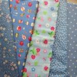 Set 5 ชิ้น : ผ้าคอตตอน100% โทนสีฟ้า 4 ลายและผ้าแคนวาส ลายจุด แต่ละชิ้นขนาด1/8 ม.(50x27.5ซม.)
