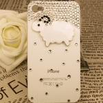 เคสไอโฟน 4/4s (Case Iphone 4/4s) ( เคสไอโฟนสีขาวประดับเพชร รูปแกะน้อย )