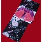 ยูกาตะผู้หญิง พื้นสีดำ ลายดอกไม้ โอบิสีชมพู