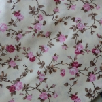 ผ้าคอตตอนไทย 100% 1/4 ม.(50x55ซม.) ลายดอกไม้ พื้นสีเหลืองอ่อน
