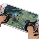 Mobile Joy Stick เล่นเกมมันส์กว่าเดิม หมดปัญหามือลื่นกดจอแล้วเดินไม่ติด ( 1 กล่อง มี 2 ชิ้น ซ้ายขวา) ฟรี ถุงผ้าสีดำไว้เก็บ Joy