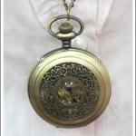 สร้อยคอโกธิคโลลิต้า จี้ล็อกเก็ตนาฬิการะบบออโต้ ขนาดใหญ่ สีทองโบราณ หน้าปัดลายฉลุ