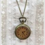 สร้อยคอโกธิคโลลิต้า จี้ล็อกเก็ตนาฬิกา ขนาดใหญ่ หน้าปัดกระจกสีชาหน้าตัดเหลี่ยม สีทองโบราณ