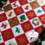ผ้าคอตตอนไทย 100% 1/4 ม.(50x55ซม.) ลายตารางคริสมาสต์ โทนสีแดง