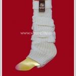 ปลอกขา สีขาว ดึงย่นเป็น Loose Socks ได้ เป็น props กันหนาวได้