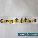 สายผ้าคาด ผ้าห่มม้วนตุ๊กตา วันรับปริญญา (Congratulations) สีขาว ## พร้อมส่งค่ะ ##