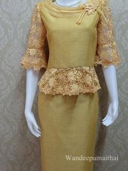 ชุดผ้าไหมญี่ปุ่นแต่งด้วยลูกไม้นอก อัดผ้ากาวทั้งตัว แขนสามส่วน เสื้อ+กระโปรงยาว สีไพร เบอร 36