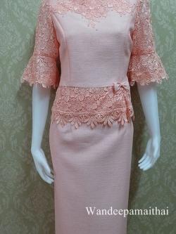 ชุดผ้าไหมญี่ปุ่นแต่งด้วยลูกไม้นอก ปักมุข อัดผ้ากาวทั้งตัว แขนสามส่วน เสื้อ+กระโปรงยาว สีชมพู เบอร 36