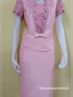 ชุดผ้าไหมญี่ปุ่น เสื้ิอแต่งด้วยลูกไม้นอกสอดดิ้น สีชมพูหวาน เสื้อ+กระโปรงยาว เบอร์ 36