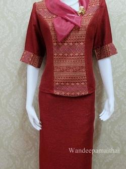 ชุดผ้าไหมญี่ปุ่น ปกแต่งผ้าแก้วพร้อมเข็มกลัด เสื้อ+กระโปรงยาว แขนสามส่วน เบอร์ L สีเลือดหมู