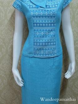 ชุดผ้าไหมญี่ปุ่น ปกแต่งผ้าแก้วพร้อมเข็มกลัด เสื้อ+กระโปรงยาว เบอร์ S สีฟ้า