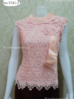 เสื้อลูกไม้นอก คอระบายผ้าแก้ว สีชมพู อกปักมุข เบอร์ M