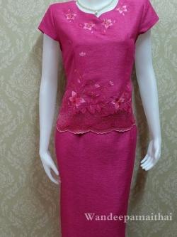 ชุดผ้าไหมญี่ปุ่นสำเร็จรูป ปักลาย คอหัวใจ เบอร์ M ใหญ่ เสื้อ+กระโปรงยาว สีบานเย็น