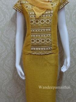 ชุดผ้าไหมญี่ปุ่น ปกแต่งผ้าแก้วพร้อมเข็มกลัด เสื้อ+กระโปรงยาว เบอร์ S สีเหลืองทอง