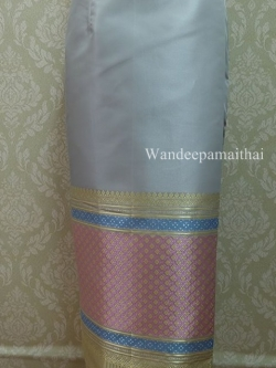 ผ้าถุงไหมสำเร็จรูปเนื้อดี สีเทาเงิน สวยมาก เอว30 นิ้วเลื่อนได้ถึง32 นิ้ว