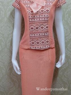 ชุดผ้าไหมญี่ปุ่น ปกแต่งผ้าแก้วพร้อมเข็มกลัด เสื้อ+กระโปรงยาว เบอร์ L สีโอรสส้ม