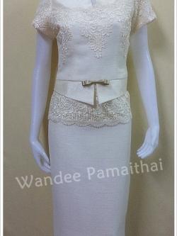 ชุดผ้าไหมญี่ปุ่น แต่งด้วยลูกไม้นอก สีครีมขาวเสื้อ+กระโปรงยาว เบอร์ 36