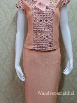 ชุดผ้าไหมญี่ปุ่น ปกแต่งผ้าแก้วพร้อมเข็มกลัด เสื้อ+กระโปรงยาว เบอร์ S สีโอรส