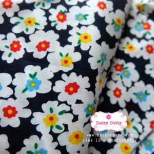 ผ้าคอตตอนไทย 100% 1/4 ม.(50x55ซม.) พื้นสีน้ำเงิน ลายดอกไม้สีขาว