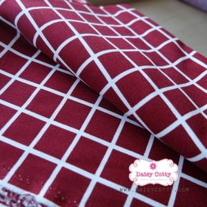 ผ้าคอตตอนลินิน 1/4ม.(50x55ซม.) พื้นสีแดง ลายตารางสีขาว