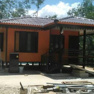 บ้านน็อคดาวน์ : บ้านปั้นหยา 6x6 เมตร ระเบียง 2x3 เมตร