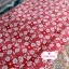 ผ้าคอตตอนไทย 100% 1/4 ม.(50x55ซม.) พื้นสีแดง ลายดอกไม้สีขาว thumbnail 1