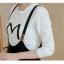 ชุดเซ็ทเสื้อแขนยาวคอกลมสีขาว กับเอี๊ยมกระโปรง ดูสวย เทห์ มีสไตล์จริงๆ thumbnail 18
