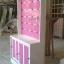 ตู้โชว์ ชั้นเเขวนสินค้า ระเเนงหลังไม้ วินเทจ สีขาว สำหรับร้านค้า thumbnail 4