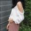 เสื้อสายเดี่ยว แขนยาว แฟชั่นเซ็กซี่นิดๆ กับเสื้อสีโทน ขาว - ดำ thumbnail 3