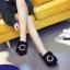 รองเท้าแฟชั่นสตรี ทรงเตี้ยใส่สบายเท้า แต่งขนหนาๆ ฟูนุ่ม ตัดกับวงแหวนสีทอง ดูสะดุดตาเมื่อได้เห็นจริงๆ thumbnail 4