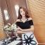 เดรสแฟชั่น สายเดี่ยวเก๋ๆ กับชุดสีทูโทน ขาว-ดำ เพิ่มเสน่ห์ด้วยลายเส้นดอกไม้ขนาดใหญ่สะดุดตา thumbnail 4