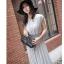 เดรสแฟชั่นเกาหลี ทรงเก๋ จับจีบเพิ่มมิติเวลาพริ้วไหว กับสีสุภาพหรูหรา thumbnail 19