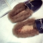 รองเท้าแฟชั่น ขนนุ่ม เก๋ๆ แบบที่เซเลปคนดังเค้าใส่กัน thumbnail 28