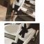 เสื้อแขนยาวแฟชั่น สะดุดทุกสายตาด้วยโบว์ที่คอเสื้อขนาดใหญ่ กับการเล่นสีดำ ตัดกับสีขาว thumbnail 4