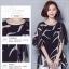 เสื้อแฟชั่น ผ้าชีฟองสีพื้นขาว-ดำ กับลวดลายกราฟฟิค ขับให้ตัวเสื้อดูมีสีสัน thumbnail 7