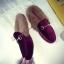 รองเท้าแฟชั่น ขนนุ่ม เก๋ๆ แบบที่เซเลปคนดังเค้าใส่กัน thumbnail 25