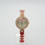 นาฬิกาข้อมือผู้หญิง หน้าปัดกลมล้อมเพชร สายหัวใจ สวยหรู