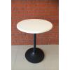 โต๊ะกลมไม้จริง สีขาว ขาแชมเปญสีดำ สำหรับร้านอาหาร ร้านกาแฟ