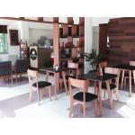 โต๊ะกาแฟดีไซน์ขาเฉียง+เก้าอี้ไม้ มีสไตล์ สำหรับร้านกาแฟ