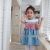 huanshu kids ชุดเดรสแฟชั่นเด็กนำเข้า เสื้อสีขาว กระโปรงสีฟ้าครามลายจุดสีขาว ตกแต่งด้วยโบว์สีชมพู น่ารักสไตล์เกาหลี