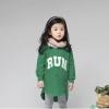"""เสื้อกันหนาวแฟชั่นเด็กสีเขียว ด้านหน้าสกีน """" RUN """" เก๋มาก น่ารักสไตล์เกาหลี ( ผ้าสำลีขูดขน )"""