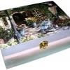 กล่องไม้สน มีล๊อค ลายสวนสวยหน้าร้านกาแฟสไตล์วินเทจ ตัวกล่องทำเป็นสีเหลือบๆ หวานๆ น่ารักที่ซู๊ดดดดด ^^